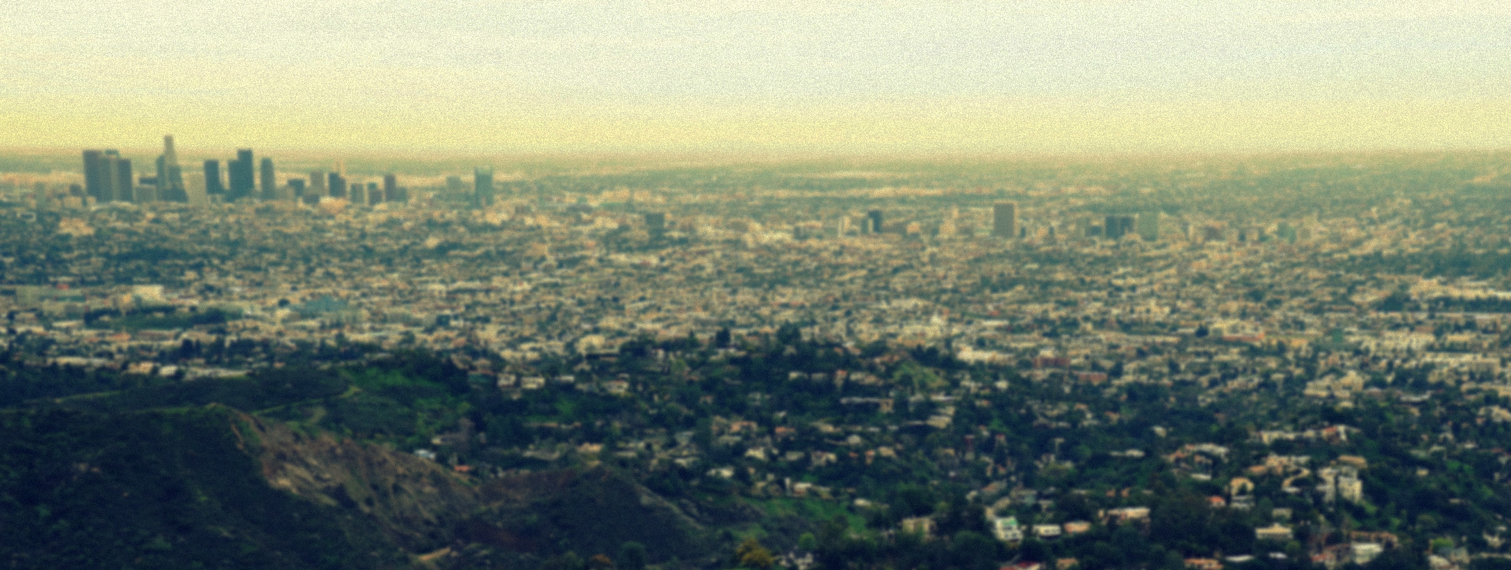 Photograph of a dirty Los Angeles taken from the Hollywood Hills