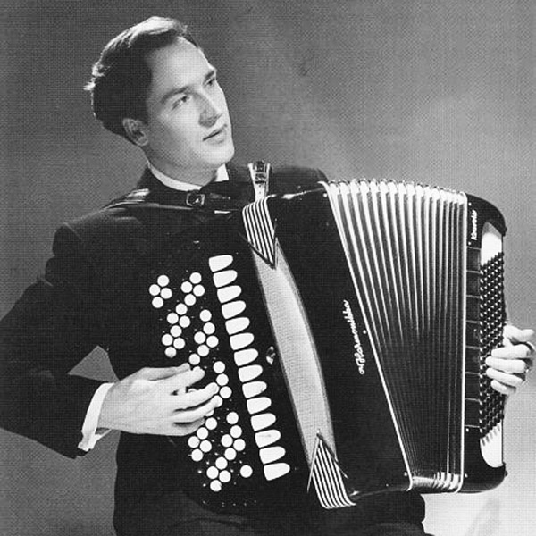 Photograph of Finnish accordionist Lässe Pihlajamaa via WikiCommons