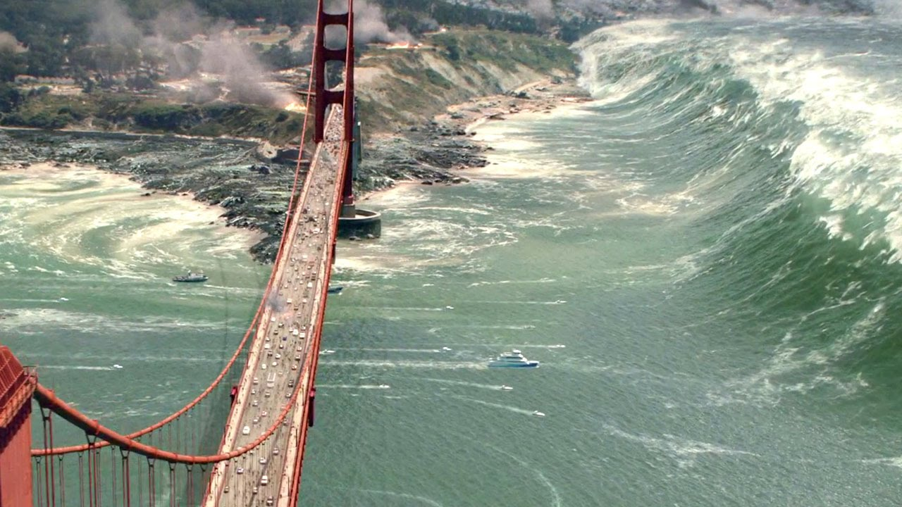 Image: The Golden Gate prepares to meet an improbably huge tsunami in San Andreas (still)