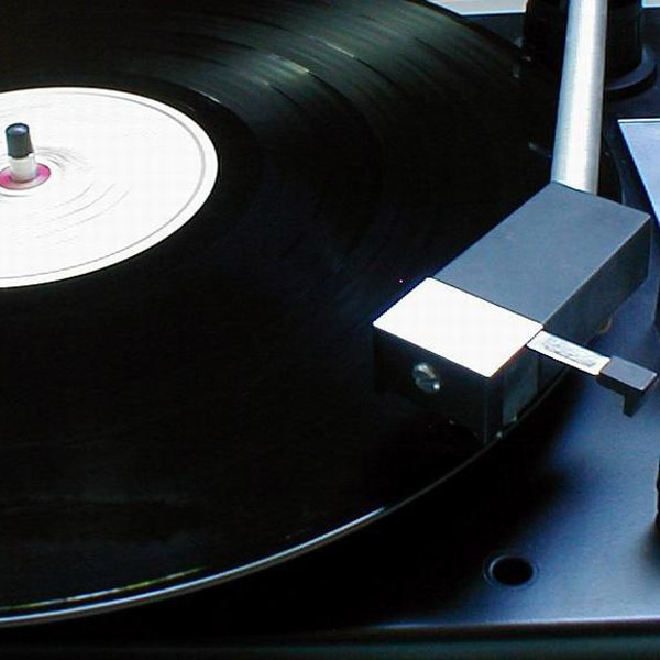 Turntable image by Johnny Magnusson via WikiCommons