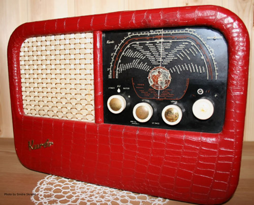 Image of a 1950s Kurer radio via WikiCommons