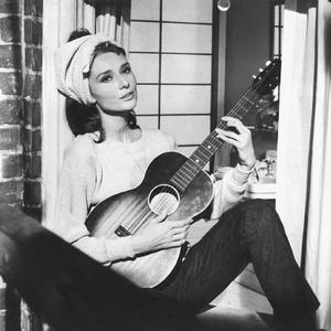 Promo image for Seasonal Reading: Breakfast at Tiffany's in Autumn